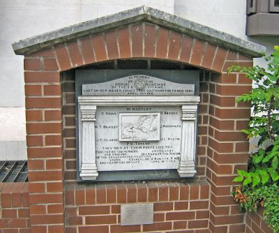 RMS_Titanic_Musician's_Memorial_-_Southampton