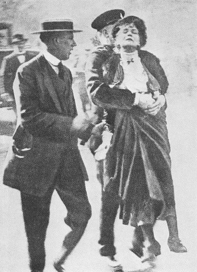Emmeline_Pankhurst_Arrested_1914