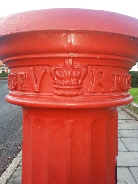 VR Fluted Pillar Box