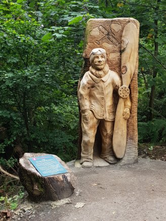 Wood carving commemorating Scotland's first pwered flight by Iain Chalmers on the Wallace Way, Abbey Craig
