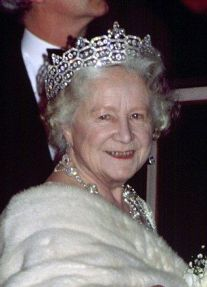 Queen Elizabeth the Queen Mother wearing the Boucheron Honeycomb Tiara