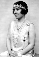 Elizabeth, Duchess of York, wearing the Lotus Flower Tiara in 1928