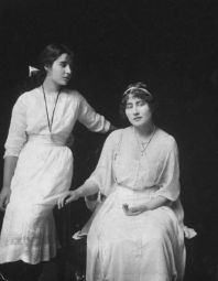 An Edwardian girl. Elizabeth Bowes-Lyon with her sister Rose.
