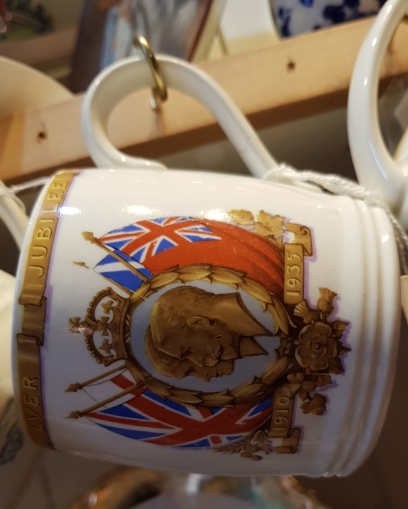 Mug commemorating the silver jubilee of King George V and Queen Mary