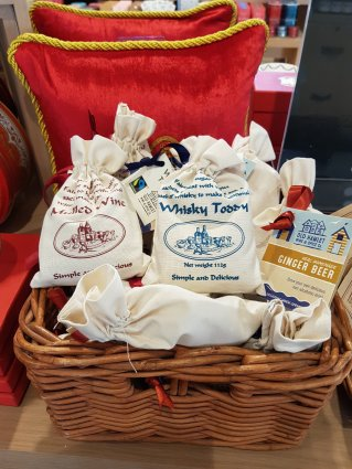 Spice bags to make your favourite winter tipple - mulled wine, whiskey toddy and ginger beer (£5.99)