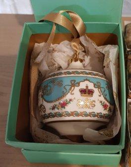Royal Palace luxury ceramic bauble (£45.00)